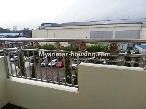မြန်မာအိမ်ခြံမြေ - ငှားရန် property - No.4541 - သာကေတတွင် ပြင်ဆင်ပြီး ပရိဘောဂအပြည့်အစုံနှင် စတူဒီယိုအခန်း ငှားရန်ရှိသည်။balcony