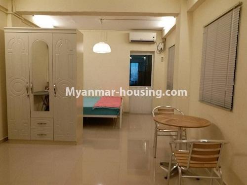မြန်မာအိမ်ခြံမြေ - ငှားရန် property - No.4541 - သာကေတတွင် ပြင်ဆင်ပြီး ပရိဘောဂအပြည့်အစုံနှင် စတူဒီယိုအခန်း ငှားရန်ရှိသည်။wardrobe and bed area