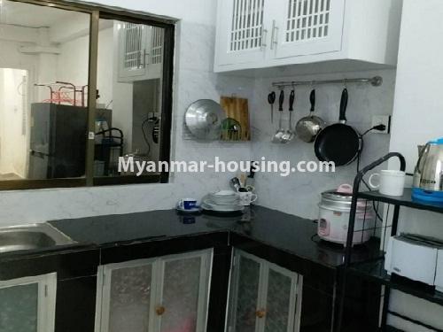 မြန်မာအိမ်ခြံမြေ - ငှားရန် property - No.4541 - သာကေတတွင် ပြင်ဆင်ပြီး ပရိဘောဂအပြည့်အစုံနှင် စတူဒီယိုအခန်း ငှားရန်ရှိသည်။kitchen