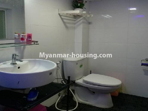 မြန်မာအိမ်ခြံမြေ - ငှားရန် property - No.4541 - သာကေတတွင် ပြင်ဆင်ပြီး ပရိဘောဂအပြည့်အစုံနှင် စတူဒီယိုအခန်း ငှားရန်ရှိသည်။toilet view