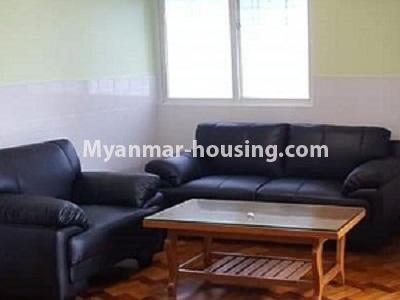 မြန်မာအိမ်ခြံမြေ - ငှားရန် property - No.4545 - မြေနီကုန်းတွင် အိပ်ခန်းနှစ်ခန်းပါသော မီနီကွန်ဒိုခန်း ငှားရန်ရှိသည်။living room view