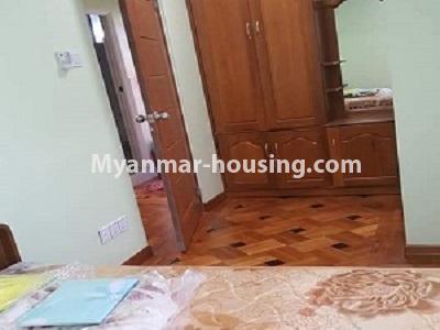 မြန်မာအိမ်ခြံမြေ - ငှားရန် property - No.4545 - မြေနီကုန်းတွင် အိပ်ခန်းနှစ်ခန်းပါသော မီနီကွန်ဒိုခန်း ငှားရန်ရှိသည်။bedroom view