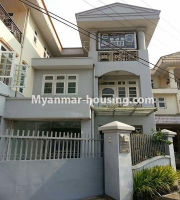 မြန်မာအိမ်ခြံမြေ - ငှားရန် property - No.4552 - ဒေါပုံတွင် ပရိဘောဂ အချို့ပါသော သုံးထပ်တိုက်အိမ် ငှားရန်ရှိသည်။house view