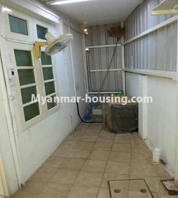 မြန်မာအိမ်ခြံမြေ - ငှားရန် property - No.4552 - ဒေါပုံတွင် ပရိဘောဂ အချို့ပါသော သုံးထပ်တိုက်အိမ် ငှားရန်ရှိသည်။extra space of ground floor backside