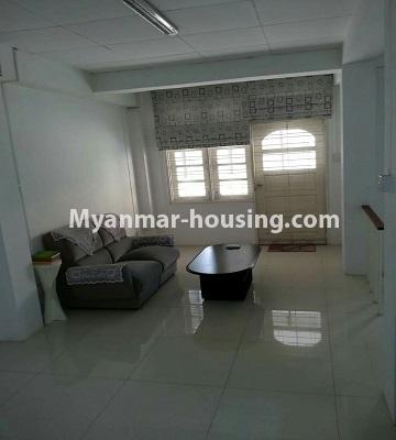 မြန်မာအိမ်ခြံမြေ - ငှားရန် property - No.4552 - ဒေါပုံတွင် ပရိဘောဂ အချို့ပါသော သုံးထပ်တိုက်အိမ် ငှားရန်ရှိသည်။Living room view