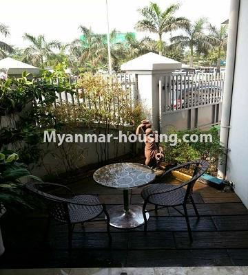 မြန်မာအိမ်ခြံမြေ - ငှားရန် property - No.4552 - ဒေါပုံတွင် ပရိဘောဂ အချို့ပါသော သုံးထပ်တိုက်အိမ် ငှားရန်ရှိသည်။small park