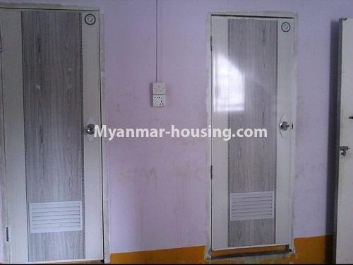 မြန်မာအိမ်ခြံမြေ - ငှားရန် property - No.4553 - ကျောက်တံတား ကျော်စီးတီးကွန်ဒိုတွင် ပထမထပ်ငှားရန်ရှိသည်။bathroom and toilet