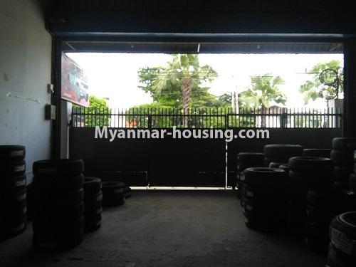 မြန်မာအိမ်ခြံမြေ - ငှားရန် property - No.4555 - ဆိုင်ခန်းဖွင့််ချင်သူများအတွက် တောင်ဥက္ကလာ မိန်းလမ်းမကြီးပေါ်တွင် ဆိုင်ခန်းတစ်ခန်း ငှားရန်ရှိသည်။another view of interior shop