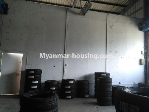 မြန်မာအိမ်ခြံမြေ - ငှားရန် property - No.4555 - ဆိုင်ခန်းဖွင့််ချင်သူများအတွက် တောင်ဥက္ကလာ မိန်းလမ်းမကြီးပေါ်တွင် ဆိုင်ခန်းတစ်ခန်း ငှားရန်ရှိသည်။another view of shop interior