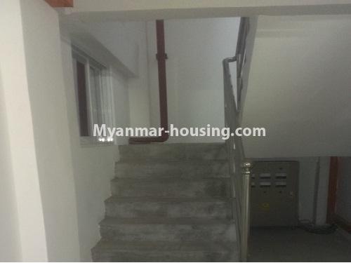 မြန်မာအိမ်ခြံမြေ - ငှားရန် property - No.4566 - ကြည့်မြင်တိုင်တွင် အသစ်ဆောက်လုပ်ထားသော ရှစ်ထပ်တိုက်ကွန်ဒိုအသေးစား ငှားရန်ရှိသည်။stair view
