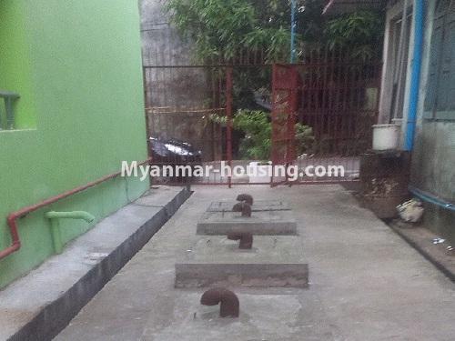 မြန်မာအိမ်ခြံမြေ - ငှားရန် property - No.4566 - ကြည့်မြင်တိုင်တွင် အသစ်ဆောက်လုပ်ထားသော ရှစ်ထပ်တိုက်ကွန်ဒိုအသေးစား ငှားရန်ရှိသည်။back yard of the buidling