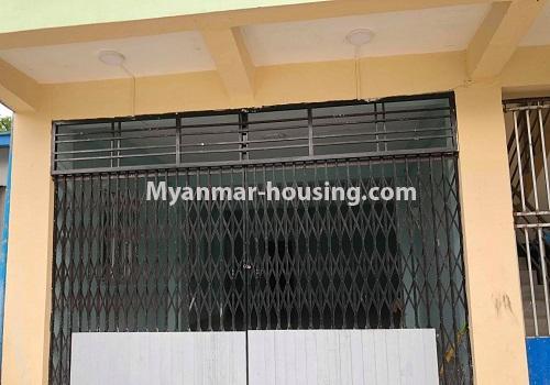 မြန်မာအိမ်ခြံမြေ - ငှားရန် property - No.4570 - မြောက်ဥက္ကလာ ဆေးတက္ကသိုလ်(၂) အနီးတွင် မြေညီ တိုက်ခန်း တစ်ခန်းငှားရန်ရှိသည်။front side view