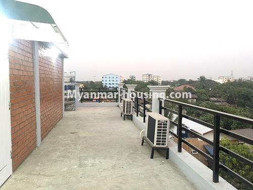မြန်မာအိမ်ခြံမြေ - ငှားရန် property - No.4573 - မြောက်ဒဂုံ စစ်တောင်းလမ်းမပေါ်တွင် လုံးချင်း သုံးထပ်ခွဲ ငှားရန်ရှိသည်။rooftop view