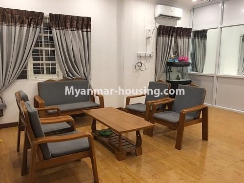 မြန်မာအိမ်ခြံမြေ - ငှားရန် property - No.4573 - မြောက်ဒဂုံ စစ်တောင်းလမ်းမပေါ်တွင် လုံးချင်း သုံးထပ်ခွဲ ငှားရန်ရှိသည်။living room view