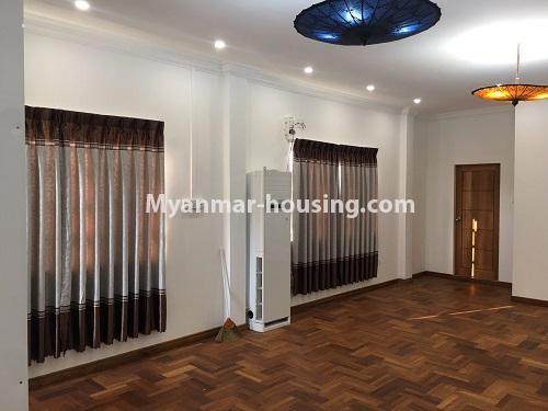 မြန်မာအိမ်ခြံမြေ - ငှားရန် property - No.4573 - မြောက်ဒဂုံ စစ်တောင်းလမ်းမပေါ်တွင် လုံးချင်း သုံးထပ်ခွဲ ငှားရန်ရှိသည်။another hall veiw of second level
