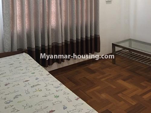 မြန်မာအိမ်ခြံမြေ - ငှားရန် property - No.4573 - မြောက်ဒဂုံ စစ်တောင်းလမ်းမပေါ်တွင် လုံးချင်း သုံးထပ်ခွဲ ငှားရန်ရှိသည်။bedroom view