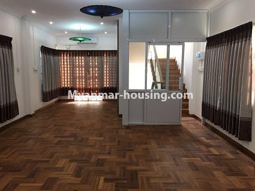 မြန်မာအိမ်ခြံမြေ - ငှားရန် property - No.4573 - မြောက်ဒဂုံ စစ်တောင်းလမ်းမပေါ်တွင် လုံးချင်း သုံးထပ်ခွဲ ငှားရန်ရှိသည်။another view of hall space