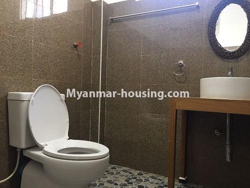 မြန်မာအိမ်ခြံမြေ - ငှားရန် property - No.4573 - မြောက်ဒဂုံ စစ်တောင်းလမ်းမပေါ်တွင် လုံးချင်း သုံးထပ်ခွဲ ငှားရန်ရှိသည်။bathroom view