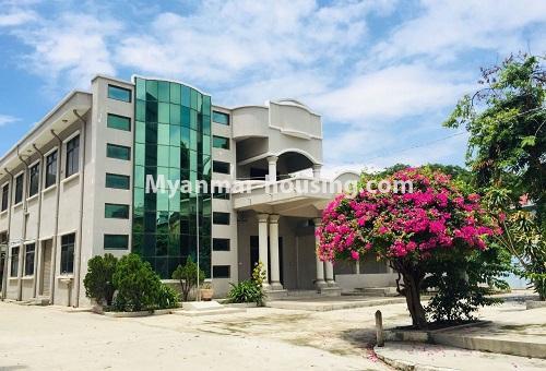 မြန်မာအိမ်ခြံမြေ - ငှားရန် property - No.4589 - မန္တလေးတွင် ကုမ္ပဏီကြီး သို့မဟုတ် ကိုယ်ပိုင်ကျောင်းဖွင့်ရန် တစ်ခြံထဲတွင် အိမ်ငါးလုံးငှားရန်ရှိသည်။ two storey house view