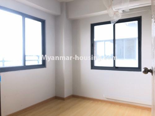 မြန်မာအိမ်ခြံမြေ - ငှားရန် property - No.4621 - အင်းစိန်တွင် အိပ်ခန်းနှစ်ခန်းပါသော ရိုင်ရယ်သီရီကွန်ဒိုခန်း ငှားရန်ရှိသည်။bedroom 1 view