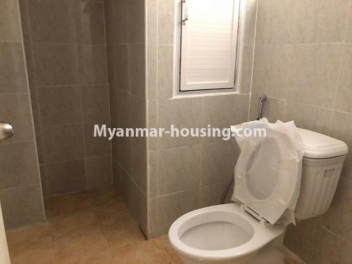 မြန်မာအိမ်ခြံမြေ - ငှားရန် property - No.4621 - အင်းစိန်တွင် အိပ်ခန်းနှစ်ခန်းပါသော ရိုင်ရယ်သီရီကွန်ဒိုခန်း ငှားရန်ရှိသည်။toilet view
