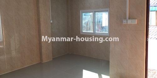 မြန်မာအိမ်ခြံမြေ - ငှားရန် property - No.4632 - ကြည့်မြင်တိုင်တွင် ပထမထပ်တိုက်ခန်း ငှားရန်ရှိသည်။living room view