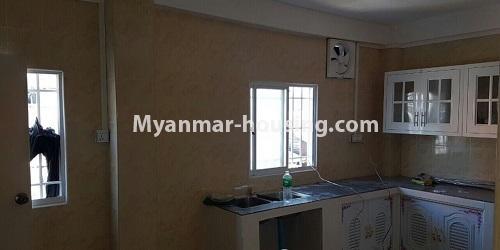 မြန်မာအိမ်ခြံမြေ - ငှားရန် property - No.4632 - ကြည့်မြင်တိုင်တွင် ပထမထပ်တိုက်ခန်း ငှားရန်ရှိသည်။kitchen view