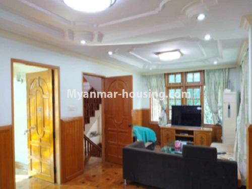 မြန်မာအိမ်ခြံမြေ - ငှားရန် property - No.4698 - မြောက်ဒဂုံ ဘေလီတံတားအဆင်းတွင် ကုမ္ပဏီ၊ သင်တန်းကျောင်း ဖွင့်ရန် လုံးချင်း ၃ထပ်တစ်လုံး ငှားရန်ရှိသည်။living room view