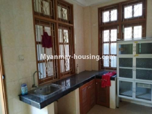 မြန်မာအိမ်ခြံမြေ - ငှားရန် property - No.4698 - မြောက်ဒဂုံ ဘေလီတံတားအဆင်းတွင် ကုမ္ပဏီ၊ သင်တန်းကျောင်း ဖွင့်ရန် လုံးချင်း ၃ထပ်တစ်လုံး ငှားရန်ရှိသည်။kitchen view