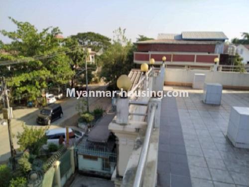မြန်မာအိမ်ခြံမြေ - ငှားရန် property - No.4698 - မြောက်ဒဂုံ ဘေလီတံတားအဆင်းတွင် ကုမ္ပဏီ၊ သင်တန်းကျောင်း ဖွင့်ရန် လုံးချင်း ၃ထပ်တစ်လုံး ငှားရန်ရှိသည်။outside view from topfloor