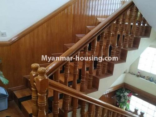 မြန်မာအိမ်ခြံမြေ - ငှားရန် property - No.4698 - မြောက်ဒဂုံ ဘေလီတံတားအဆင်းတွင် ကုမ္ပဏီ၊ သင်တန်းကျောင်း ဖွင့်ရန် လုံးချင်း ၃ထပ်တစ်လုံး ငှားရန်ရှိသည်။stair vew