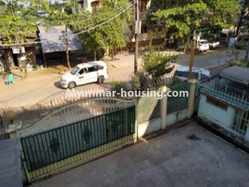 မြန်မာအိမ်ခြံမြေ - ငှားရန် property - No.4698 - မြောက်ဒဂုံ ဘေလီတံတားအဆင်းတွင် ကုမ္ပဏီ၊ သင်တန်းကျောင်း ဖွင့်ရန် လုံးချင်း ၃ထပ်တစ်လုံး ငှားရန်ရှိသည်။building compound view