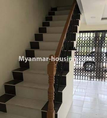 မြန်မာအိမ်ခြံမြေ - ငှားရန် property - No.4701 - အင်းစိန် ဘုရင့်နောင်လမ်းမပေါ်တွင် နှစ်ထပ်အိမ်တစ်လုံး ငှားရန်ရှိသည်။stair view