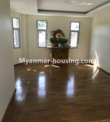 မြန်မာအိမ်ခြံမြေ - ငှားရန် property - No.4701 - အင်းစိန် ဘုရင့်နောင်လမ်းမပေါ်တွင် နှစ်ထပ်အိမ်တစ်လုံး ငှားရန်ရှိသည်။prayer room view