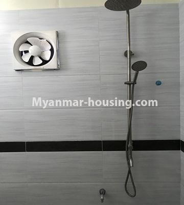 မြန်မာအိမ်ခြံမြေ - ငှားရန် property - No.4701 - အင်းစိန် ဘုရင့်နောင်လမ်းမပေါ်တွင် နှစ်ထပ်အိမ်တစ်လုံး ငှားရန်ရှိသည်။bathroom view
