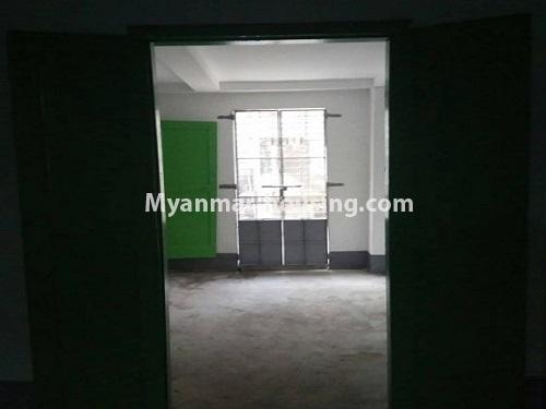 မြန်မာအိမ်ခြံမြေ - ငှားရန် property - No.4728 - ကြည့်မြင့်တိုင် ညဈေးအနီးတွင် မြေညီ အခန်းကျယ်တစ်ခန်းငှားရန်ရှိသည်။front side hall view
