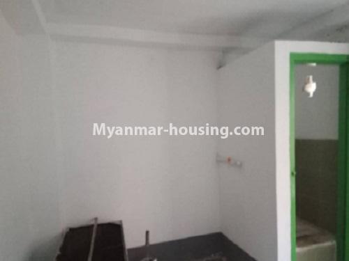 မြန်မာအိမ်ခြံမြေ - ငှားရန် property - No.4728 - ကြည့်မြင့်တိုင် ညဈေးအနီးတွင် မြေညီ အခန်းကျယ်တစ်ခန်းငှားရန်ရှိသည်။toilet view
