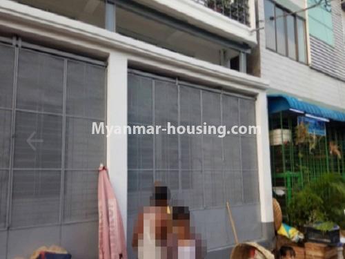 မြန်မာအိမ်ခြံမြေ - ငှားရန် property - No.4728 - ကြည့်မြင့်တိုင် ညဈေးအနီးတွင် မြေညီ အခန်းကျယ်တစ်ခန်းငှားရန်ရှိသည်။front side view