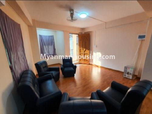 မြန်မာအိမ်ခြံမြေ - ငှားရန် property - No.4744 - စမ်းချောင်းတွင် အခန်းကောင်း Mini Condo  အခန်းငှားရန်ရှိသည်။living room view