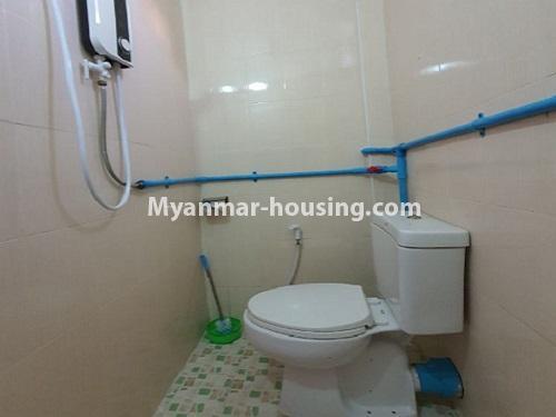 မြန်မာအိမ်ခြံမြေ - ငှားရန် property - No.4744 - စမ်းချောင်းတွင် အခန်းကောင်း Mini Condo  အခန်းငှားရန်ရှိသည်။bathroom view