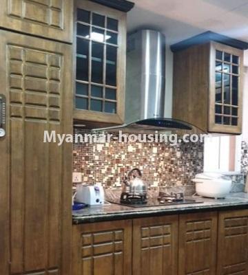 မြန်မာအိမ်ခြံမြေ - ငှားရန် property - No.4759 - အဆင့်မြင့်ပြင်ဆင်ထားသည့် အိပ်ခန်း၃ခန်းပါသည့်  အခန်းကောင်း ငှားရန်ရှိသည်။kitchen view
