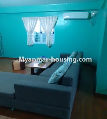 မြန်မာအိမ်ခြံမြေ - ငှားရန် property - No.4762 - ဗဟန်းတွင် အိပ်ခန်းနှစ်ခန်းပါသော ကွန်ဒိုအသေးစားအခန်း ငှားရန်ရှိသည်။living room view