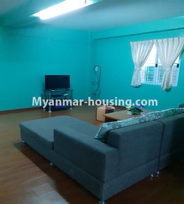 မြန်မာအိမ်ခြံမြေ - ငှားရန် property - No.4762 - ဗဟန်းတွင် အိပ်ခန်းနှစ်ခန်းပါသော ကွန်ဒိုအသေးစားအခန်း ငှားရန်ရှိသည်။another view of living room
