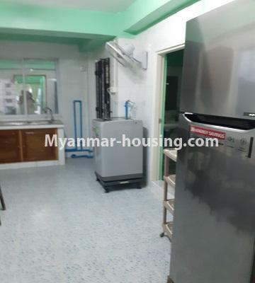 မြန်မာအိမ်ခြံမြေ - ငှားရန် property - No.4762 - ဗဟန်းတွင် အိပ်ခန်းနှစ်ခန်းပါသော ကွန်ဒိုအသေးစားအခန်း ငှားရန်ရှိသည်။another view of kitchen