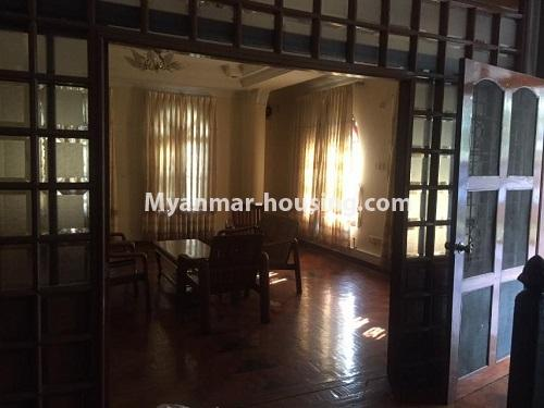 မြန်မာအိမ်ခြံမြေ - ငှားရန် property - No.4766 - ဗဟန်းတွင် လူနေထိုင်ရန် သို့မဟုတ် ရုံးခန်းဖွင့်ရန် နှစ်ထပ်အိမ်တစ်လုံး ငှားရန်ရှိသည်။living room view