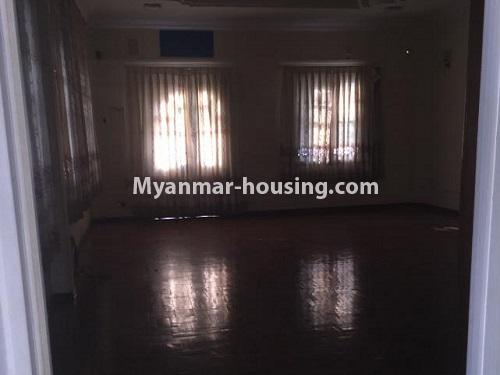 မြန်မာအိမ်ခြံမြေ - ငှားရန် property - No.4766 - ဗဟန်းတွင် လူနေထိုင်ရန် သို့မဟုတ် ရုံးခန်းဖွင့်ရန် နှစ်ထပ်အိမ်တစ်လုံး ငှားရန်ရှိသည်။another master bedroom view
