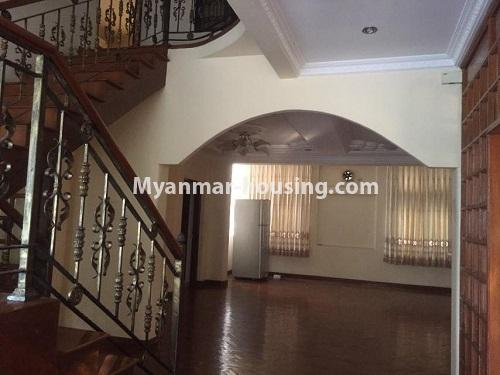 မြန်မာအိမ်ခြံမြေ - ငှားရန် property - No.4766 - ဗဟန်းတွင် လူနေထိုင်ရန် သို့မဟုတ် ရုံးခန်းဖွင့်ရန် နှစ်ထပ်အိမ်တစ်လုံး ငှားရန်ရှိသည်။stair view