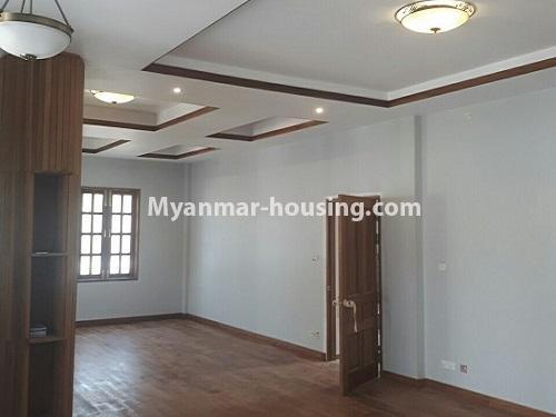 မြန်မာအိမ်ခြံမြေ - ငှားရန် property - No.4771 - အီတလီသံရုံးအနီးတွင် လုံးချင်း RC4ထပ် တိုက်သစ် တစ်လုံး ငှားရန်ရှိသည်။living room view