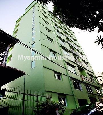 မြန်မာအိမ်ခြံမြေ - ငှားရန် property - No.4780 - ကြည့်မြင်တိုင် ကမ်းနားလမ်းမပေါ်တွင် ရှစ်ထပ်ခွဲဟောတိုက်တစ်လုံး ငှားရန်ရှိသည်။corner view of the building