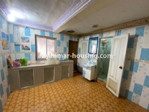 မြန်မာအိမ်ခြံမြေ - ငှားရန် property - No.4794 - ကျောက်မြောင်းထဲတွင် အလွှာနိမ့် အခန်းကောင်းတစ်ခန်း ငှားရန်ရှိသည်။kitchen view